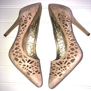 BCBG HIGH HEELS TAN SUEDE SHOES. Size5.5